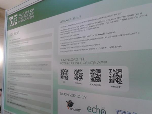Programa de FOTE12 impreso en gran formato con QRCode para bajar la app del simposio